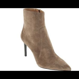 BANANA REPUBLIC Magda pointed toe ankle boot(ies).